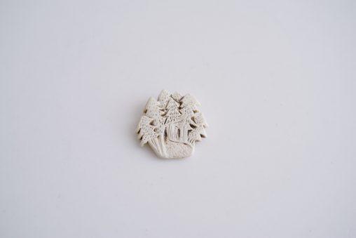 小菅幸子 白い冬のブローチ